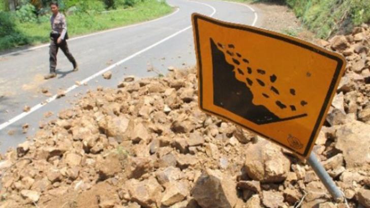 Jalan Lintas Riau-Sumbar Longsor, Jalan Ditutup Sementara