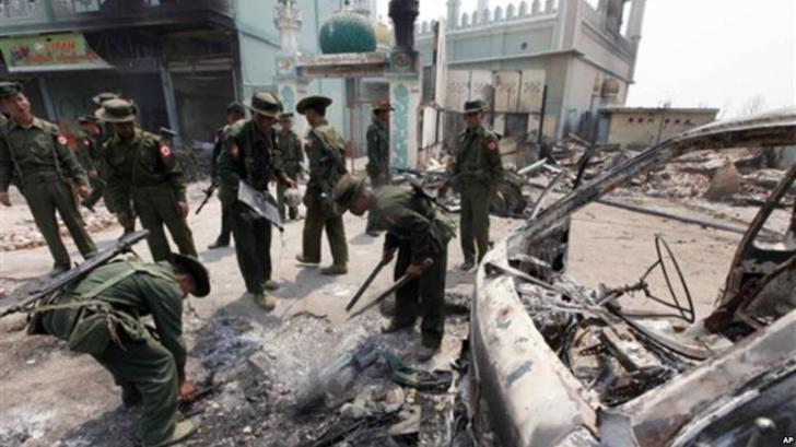 Berusaha Lari Seberangi Sungai, Tentara Myanmar Tembaki Muslim Rohingya Membabi-buta
