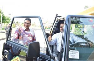 Miliaran Rupiah Program Kemitraan Bank Riau Kepri, Kali ini 5 Mobil untuk Karimun